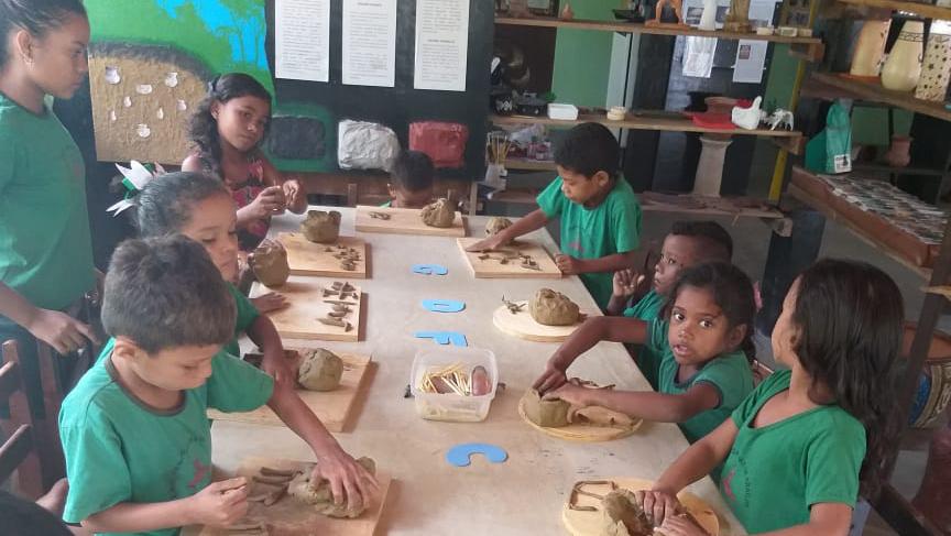 Técnica milenar da cerâmica marajoara e manipulação da argila, promovendo resultados na pré-escola