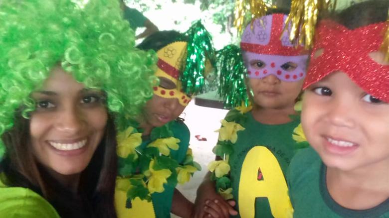 Baile de carnaval dos alunos da Escola Zeneida Lima de Araújo.